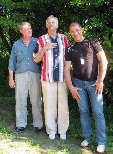 Эдуард Дробицкий с художниками в музее-усадьбе «Буян-остров»